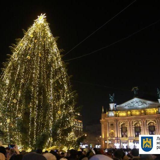 У Львові відкрили головну ялинку міста