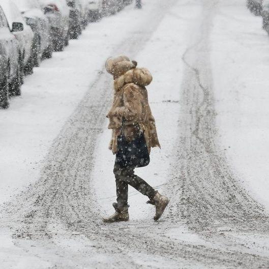 Київ стоїть у заторах, зі снігом борються 450 машин
