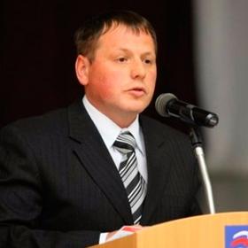 Російський депутат покаявся за відеокамеру в жіночому туалеті, кримінальну справу закрито