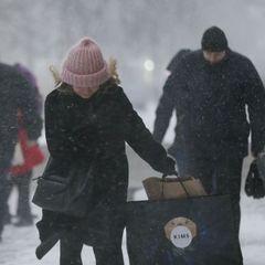 У Києві лютує негода: затори паралізують місто, авіарейси переносять, а погода ставатиме гіршою (фото)