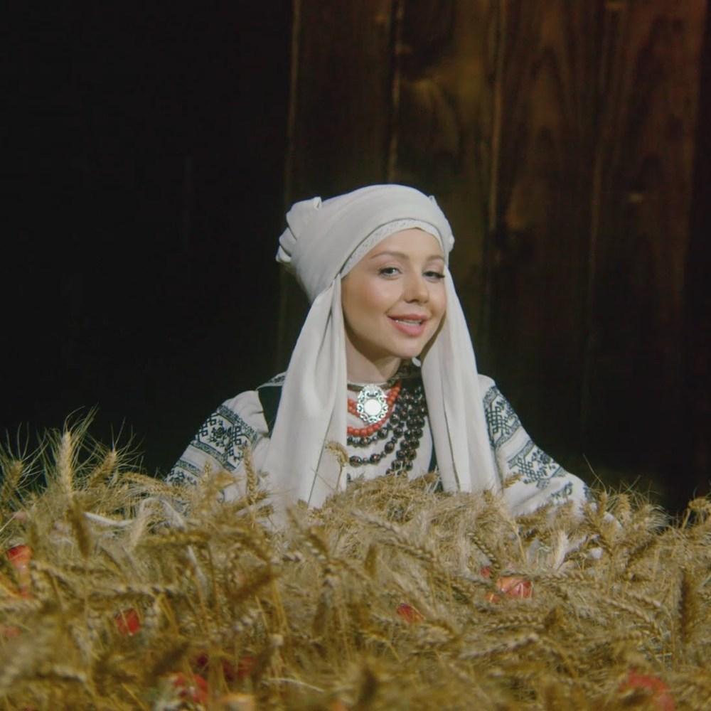 «Хто Миколая любить»: Тіна Кароль виконала легендарну пісню (відео)