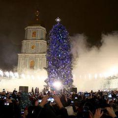 У мережі показали фото неймовірної краси новорічної ялинки в Києві з висоти пташиного польоту