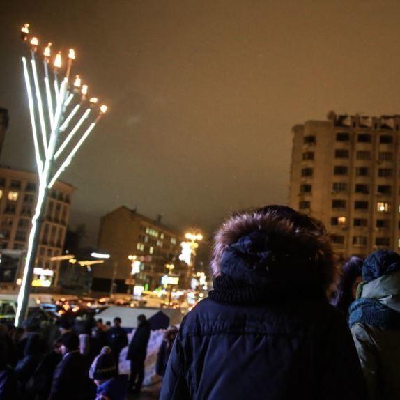 Світильник-менора встановлений на Європейській площі