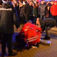 На відкритті ялинки в Івано-Франківську дівчину поранили петардою