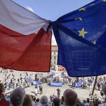 Єврокомісія ухвалила рішення ввести санкції щодо Польщі