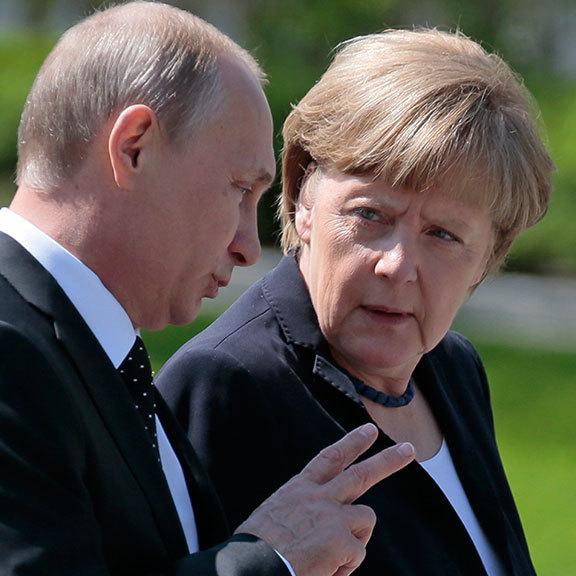 Путін і Меркель обговорили повернення російських військових до СЦКК