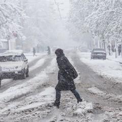 Сніг та сильний вітер позбавили світла жителів трьох областей