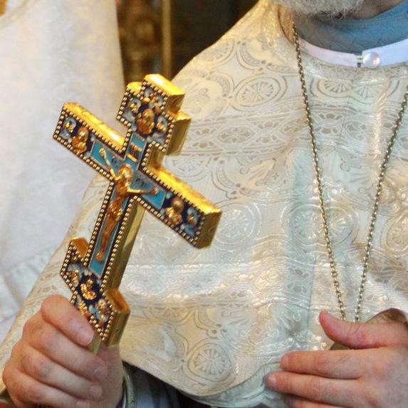 У Києві суд виправдав священника, який виставив труп своєї дружини для поклоніння