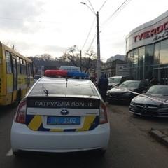 В Одесі правоохоронці затримали зловмисника, який влаштував стрілянину в автосалоні