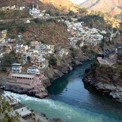В Індії пасажирський автобус впав у річку: 35 загиблих