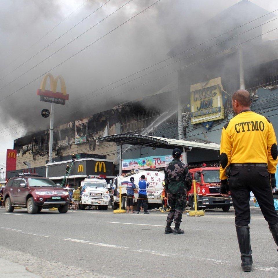 На Філіппінах через пожежу в торговому центрі загинули 37 людей