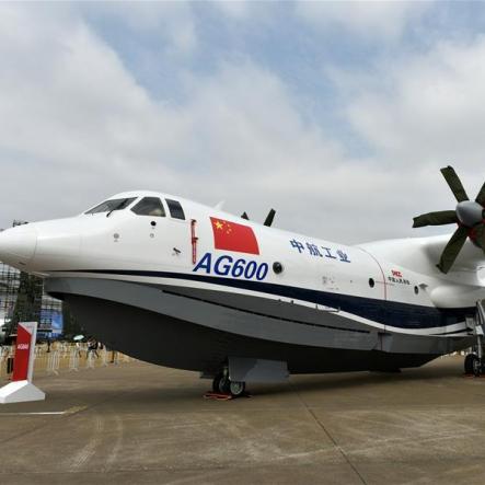 Найбільший у світі літак-амфібія здійснив свій перший політ (відео)