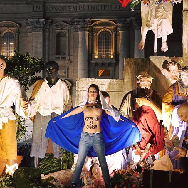 Учасниці Femen провели акцію під час різдвяної служби у Ватикані (фото)