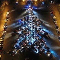 У Запоріжжі створили новорічну ялинку із сотень автомобілів: відео