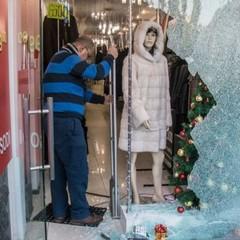 На Хрещатику пограбували магазин: винесли 40 шуб і не чіпали гроші