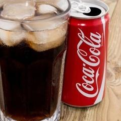 Експеримент: у що перетвориться тіло, якщо щодня пити 10 банок Coca-Cola (фото)