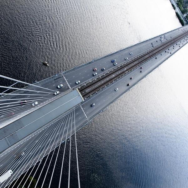 У столиці на всю ніч обмежили рух Південним мостом