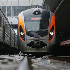 Працівники «Укрзалізниці» призупинили рух поїздів через рівень заробітної плати залізничників