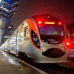До свят «Укрзалізниця» призначила два швидкісних поїзда в межах України
