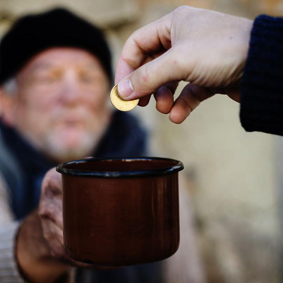 Кількість бідних в Україні зменшилася