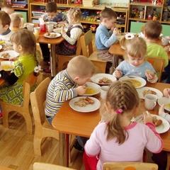 У столичному дитсадку дітей годували небезпечними продуктами