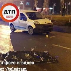 У Києві водій на смерть збив жінку на переході (фото, відео)