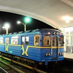 У київському метро пасажири затримали грабіжника, який викрав телефон у жінки