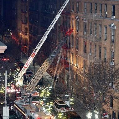 У Нью-Йорку 12 людей загинули у пожежі , яку спричинила гра трирічної дитини