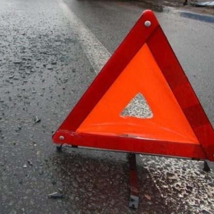 ДТП у Києві: зіткнулися дві автівки та евакуатор