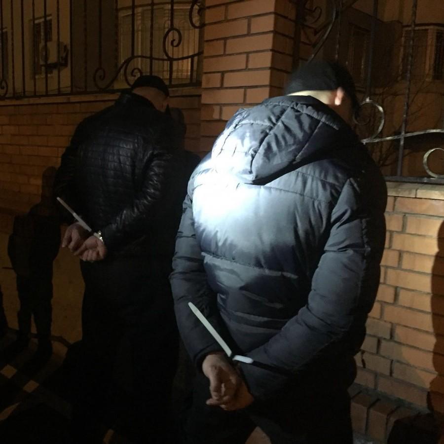 В Одесі правоохоронці впіймали п'ятьох чоловіків, які на BMW Х5 викрали жінку