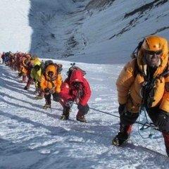 Змінилися правила підйому на Еверест: хто більше не зможе піднятись на вершину