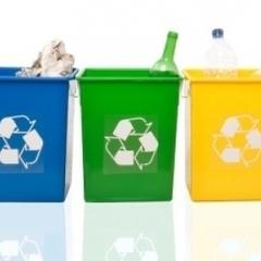 Українців зобов'язали сортувати сміття, проте окремих баків досі не встановили