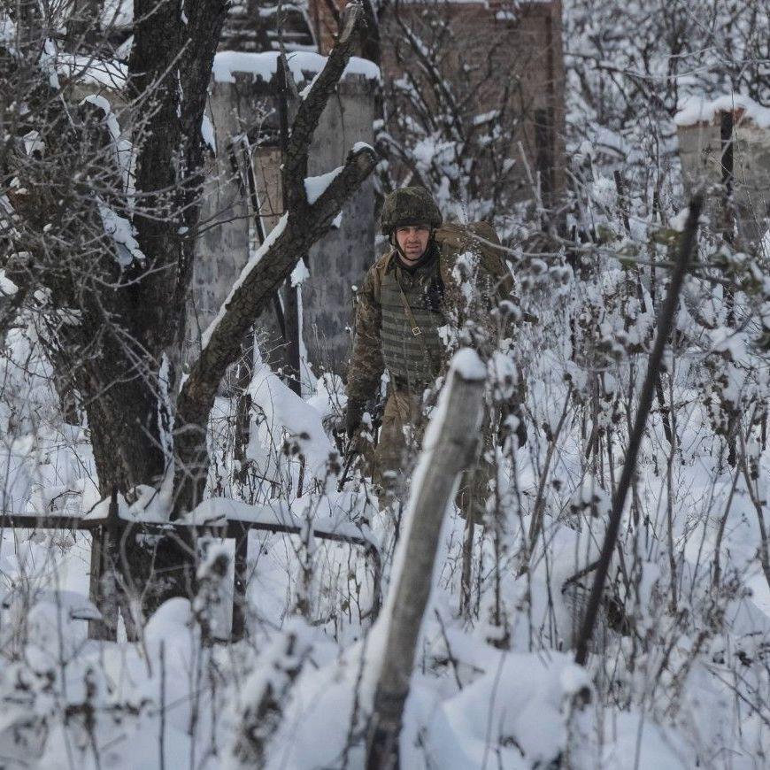 В перший день нового року бойовики двічі відкривали вогонь по позиціях українських військових - штаб