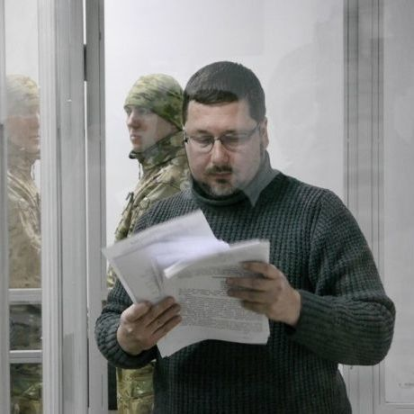 Кабмін звільнив шпигуна-перекладача Гройсмана до рішення суду