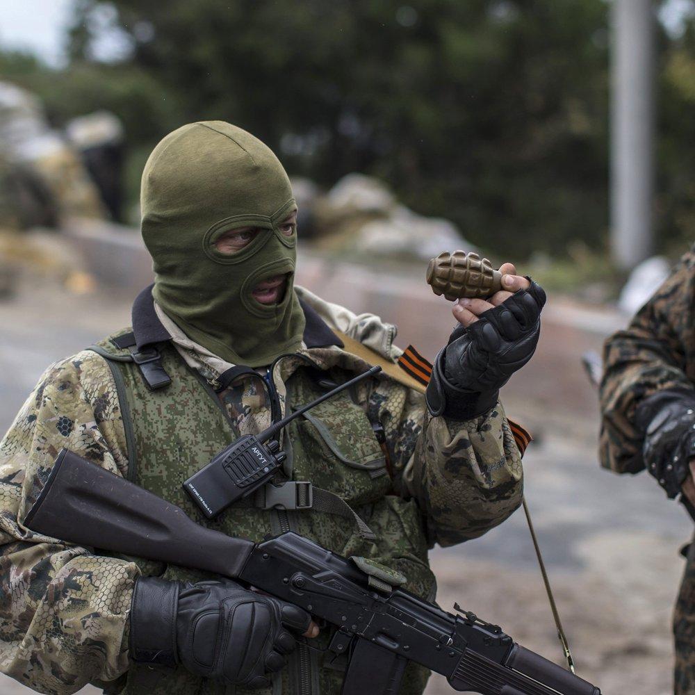 Підвішують і б'ють струмом: стало відомо про страшні тортури полонених бойовиками ДНР