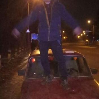 У Хмельницькій обл. п'яний водій виліз на капот автомобіля і станцював, коли його зупинила поліція (фото)