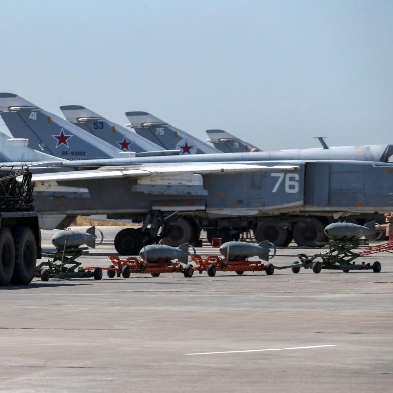 У Сирії внаслідок обстрілу російської авіабази знищено 7 літаків