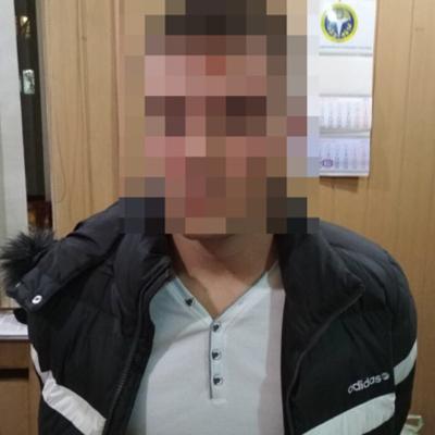 Одесит під виглядом дівчини знайомився в інтернеті з чоловіками, а потім грабував їх