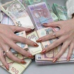 Керівниця банківського відділення пропонувала знайомим відкрити депозитні рахунки, проте гроші залишала собі