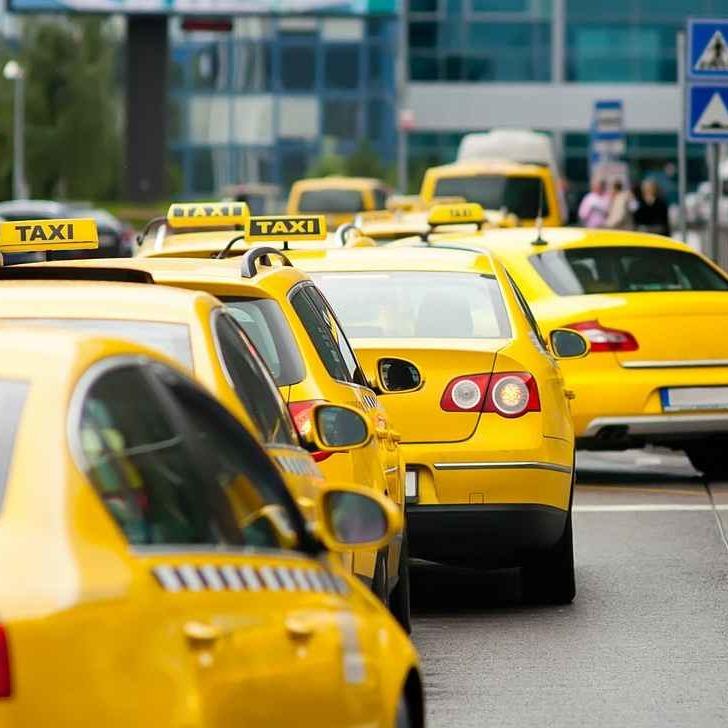 На Новий рік п'яний пасажир із Норвегії з'їздив на таксі у три країни