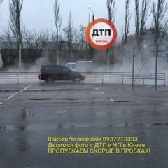 Одну із київських вулиць заливає окропом (фото)