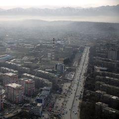 В Кабулі смертник підірвав себе біля посольства США: десятки загиблих