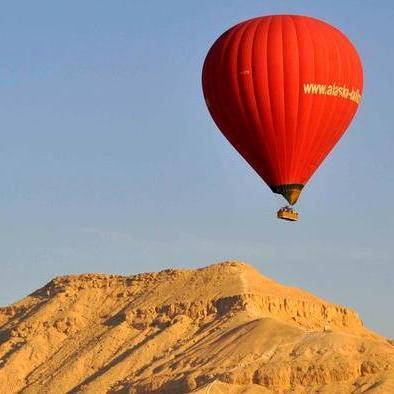 У Єгипті розбилась повітряна куля з туристами, є загиблий