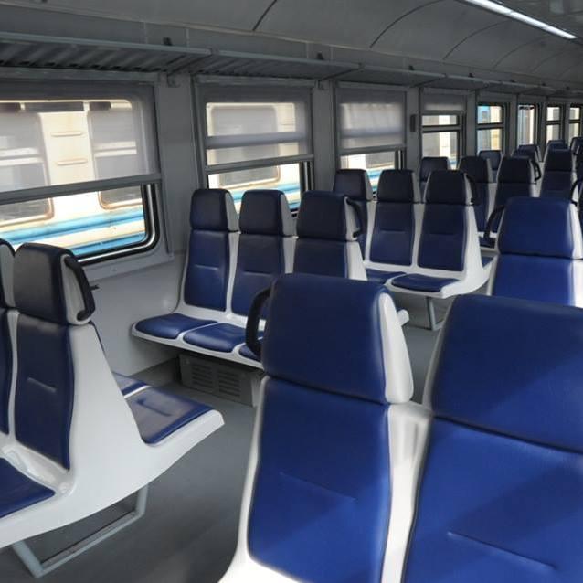 У першому ж рейсі оновленого електропоїзда Львів–Здолбунів вандали пошкодили сидіння (фото)