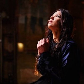 Співачка Руслана знялась у неймовірній фотосесії у храмі