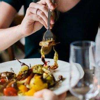 Названо три речі, які не варто робити після прийому їжі