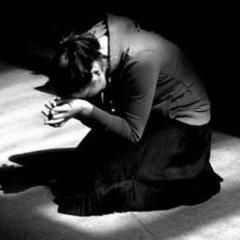Благали на колінах: батьки, яким священник відмовив у відспівувані загиблої дитини, розповіли подробиці