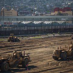 Стіна Трампа. Білий дім запросив 1 млрд доларів на будівництво огорожі з Мексикою