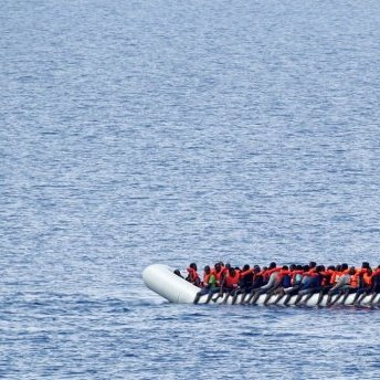 Біля Лівії затонув човен з майже сотнею мігрантів