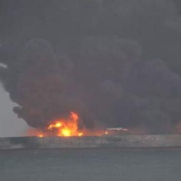 У водах Китаю зіткнулися вантажне судно та танкер: 32 людей зникло